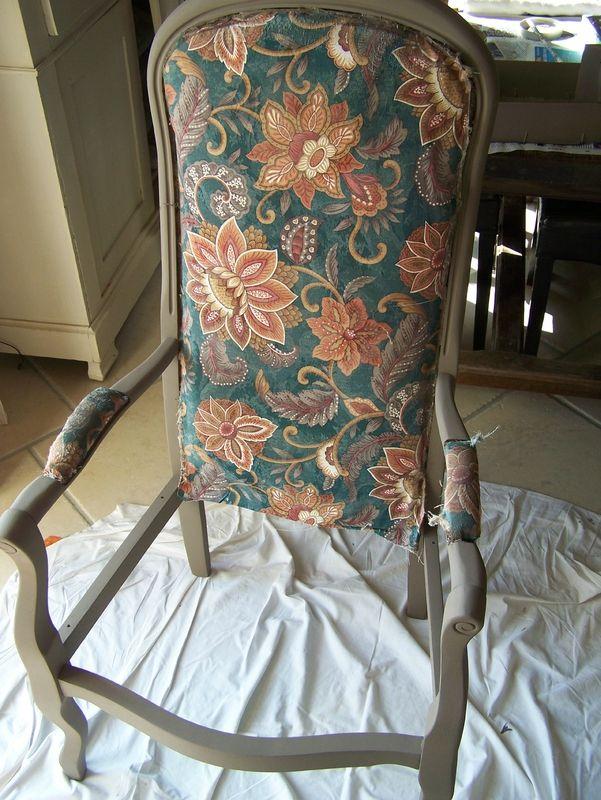 voltaire rhabill un pinceau une id e patines r nover fauteuil retapisser un fauteuil. Black Bedroom Furniture Sets. Home Design Ideas