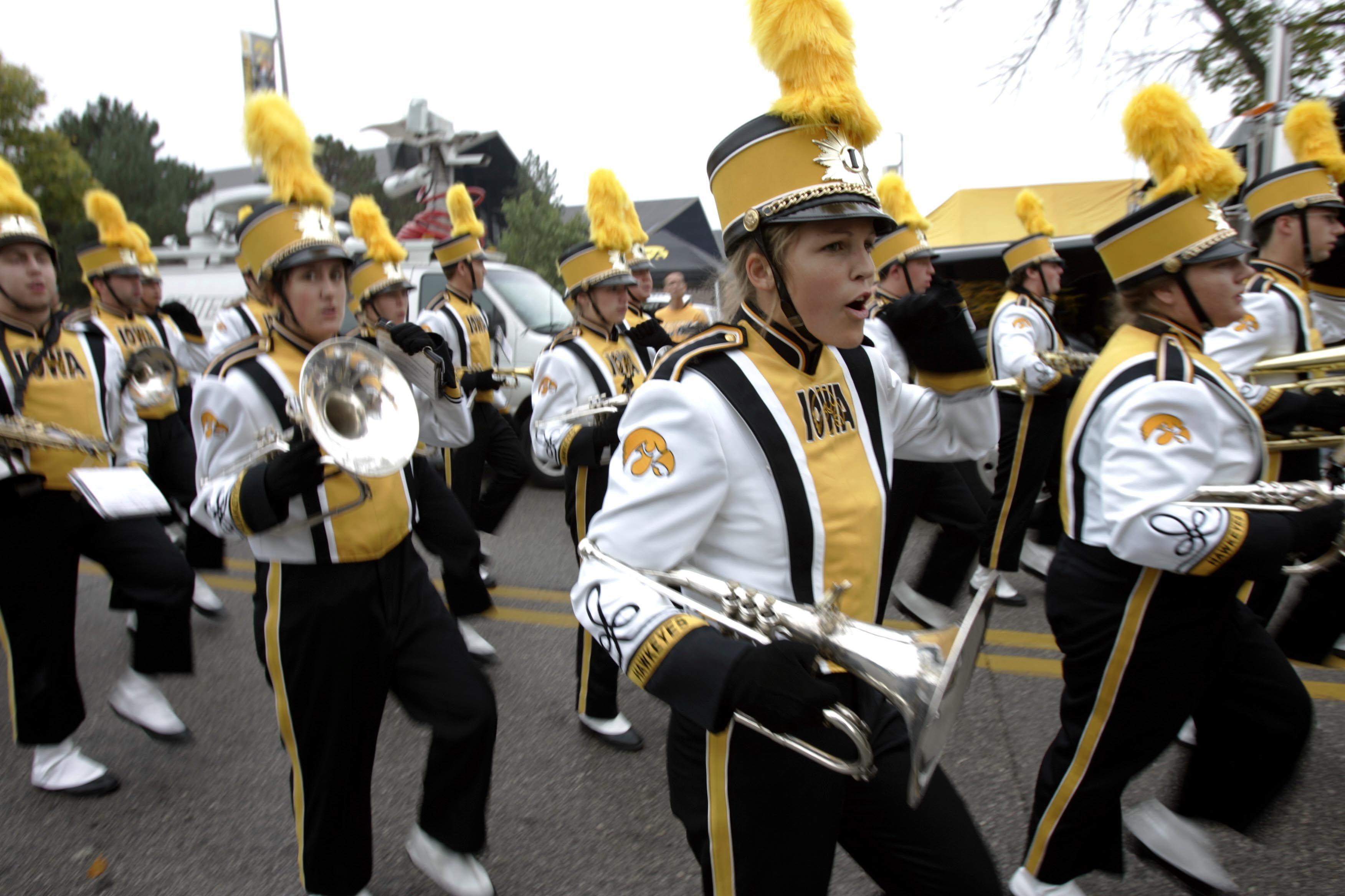 Iowa Hawkeye Pics Google Search Com Imagens Coreografia Banda