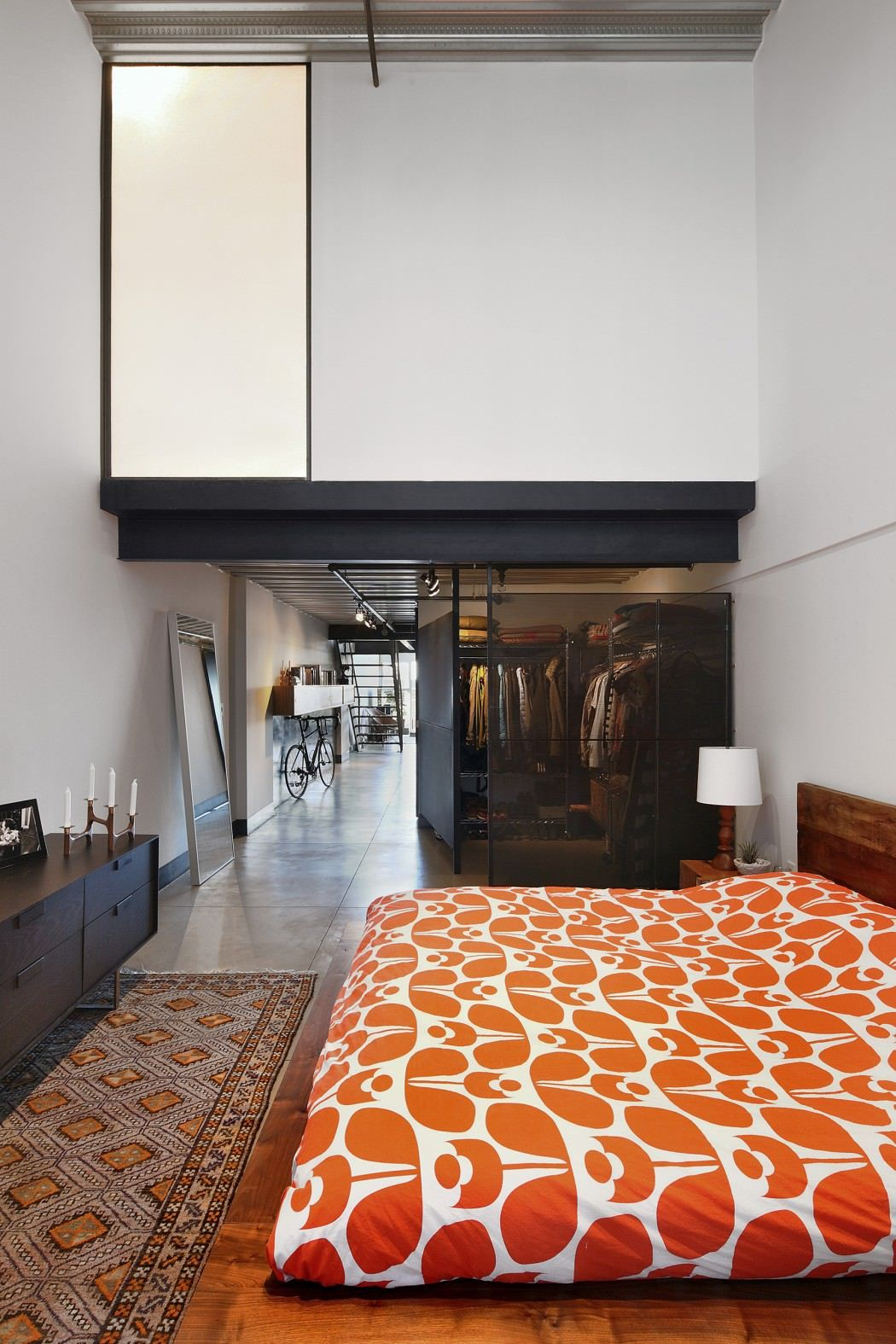 Apartment gets industrialized after a modern remodel for Muebles capitol
