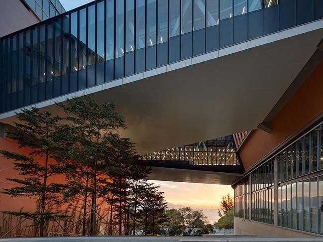 Chu Hai College Campus von Rocco Design Architects  Architecture