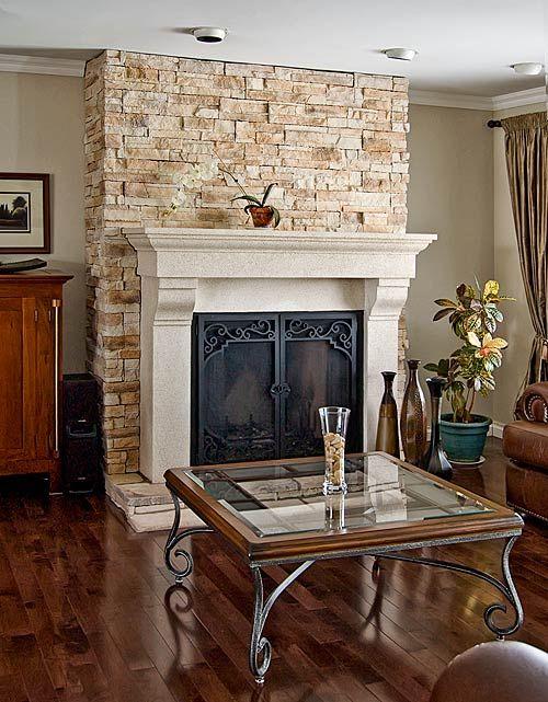 manteau de chemin e en bois peint et mur en pierre tr s. Black Bedroom Furniture Sets. Home Design Ideas