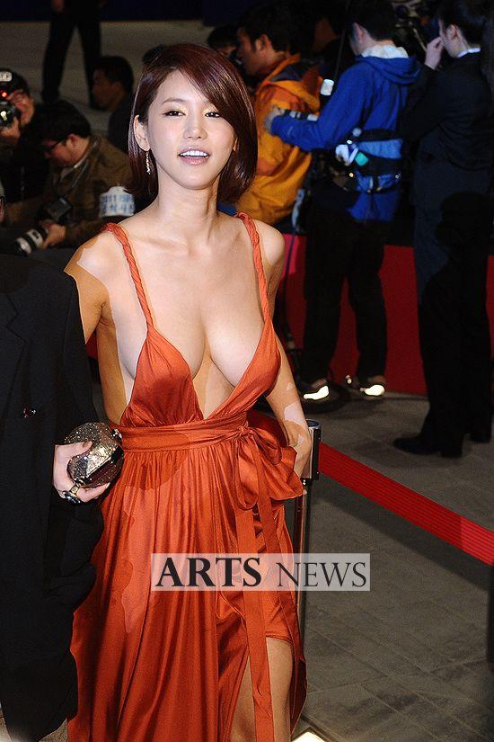 부산국제영화제(BIFF) 신인배우 오인혜의 패기 | 韓国 美人 女優