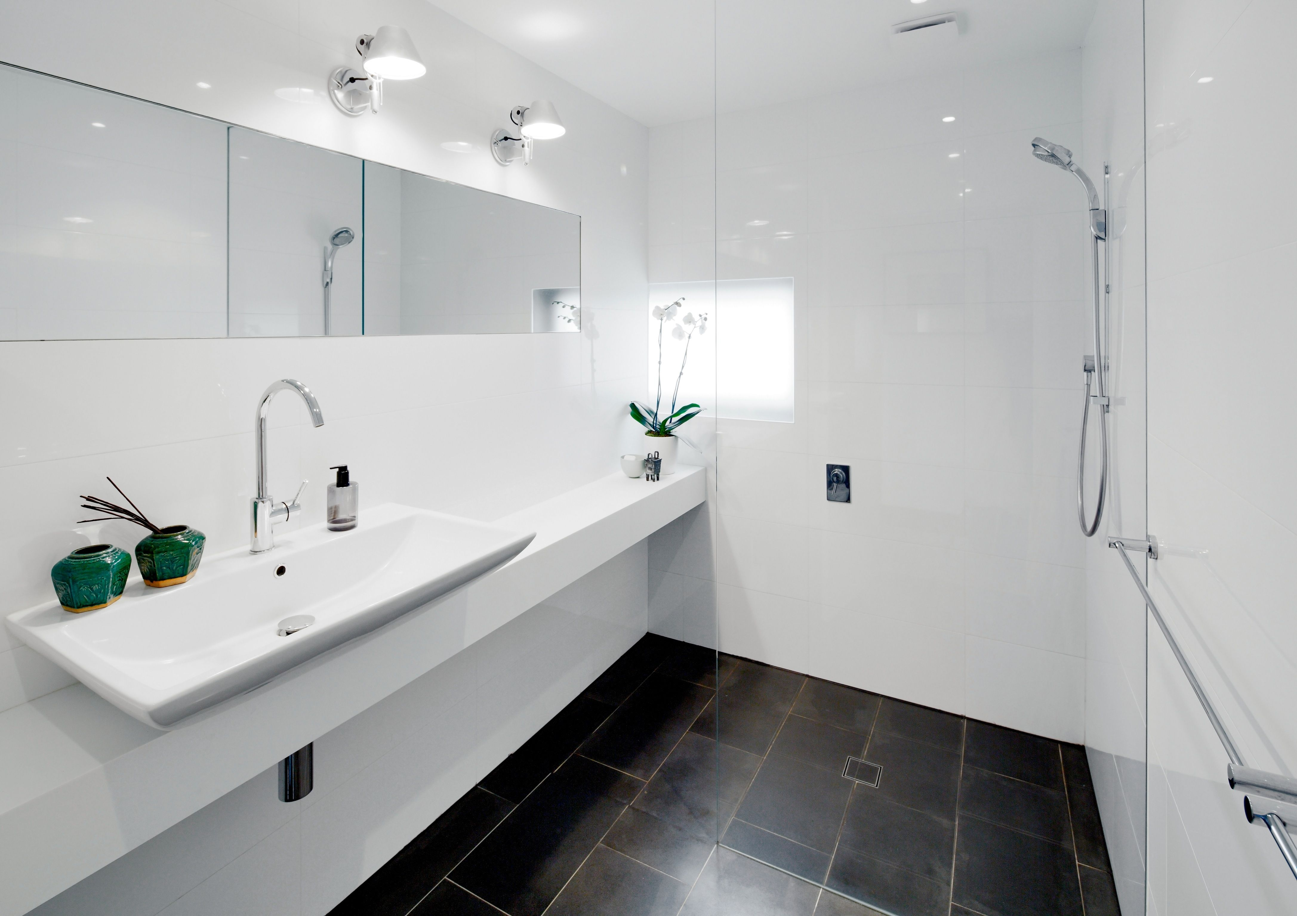 Second contemporary bathroom with basalt floor and Tolomeo lights ...