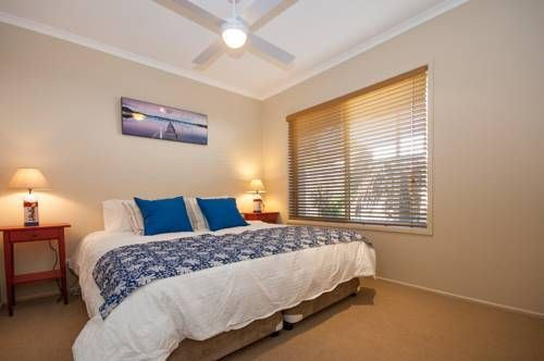 Palm Trees Noosa Marcus Beach Featuring an outdoor pool, Palm Trees Noosa is a detached holiday home situated in Marcus Beach in the Queensland Region. Guests benefit from free WiFi and private parking available on site.
