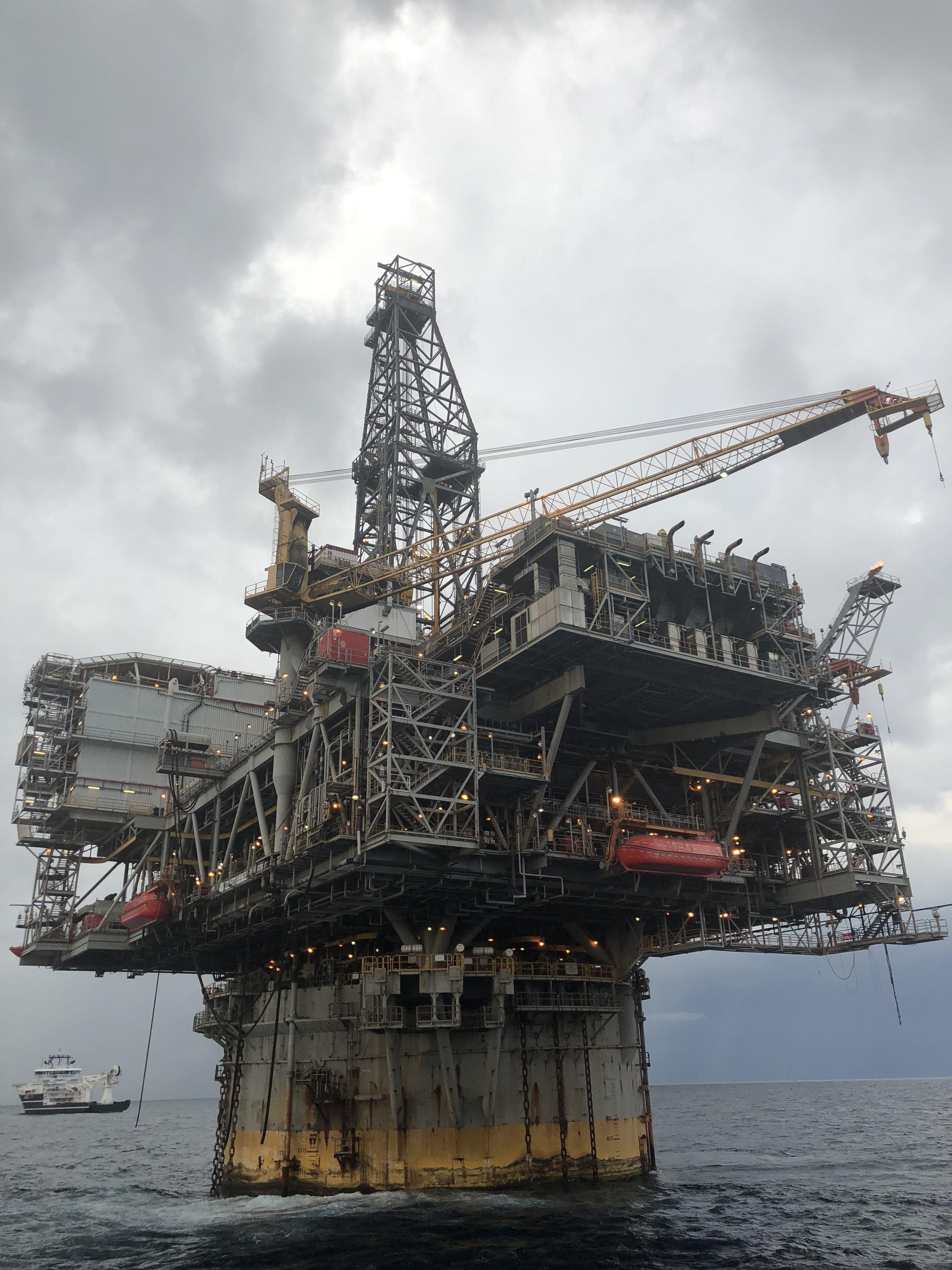 Bp Mad Dog Spar Oil Platform Oil Rig Drilling Rig