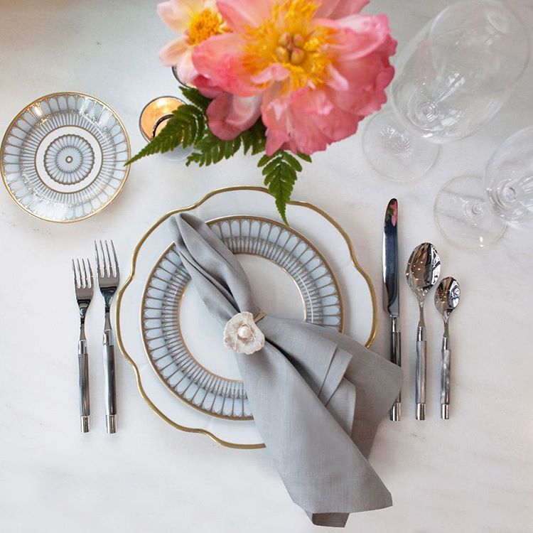 ::: NYC WEDDING PLANNERS! ::: We are throwing an incredible POP UP STYLESHOP at 41 Madison Tuesday 23 & Wednesday 24 in New York and want you all to come! Mix and match our best dinnerware from @alchemyfinehome and have  a mini-photoshoot with flowers by Belle Fleur while learning about our Wedding Pro Program. We want to work with you! RSVP here https://goo.gl/DGZpyt or email weddingpros@alchemyfinehome.com for information  http://gelinshop.com/ipost/1518995974580019011/?code=BUUjsp4Fx9D