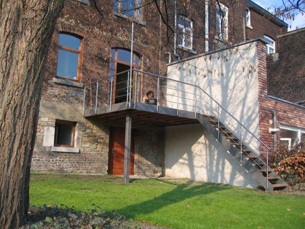 terrasse en acier et bois architecture bois terrasse house extensions verandas et house. Black Bedroom Furniture Sets. Home Design Ideas