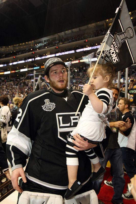 Goaltender Jonathan Quick 32 Of The Los Angeles Kings Holds La Kings Hockey Los Angeles Kings Kings Hockey