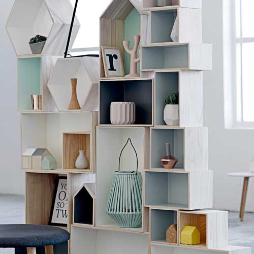 etag re murale en bois naturel et fond bleu gris bloomingville decoclico esprit scandinave. Black Bedroom Furniture Sets. Home Design Ideas