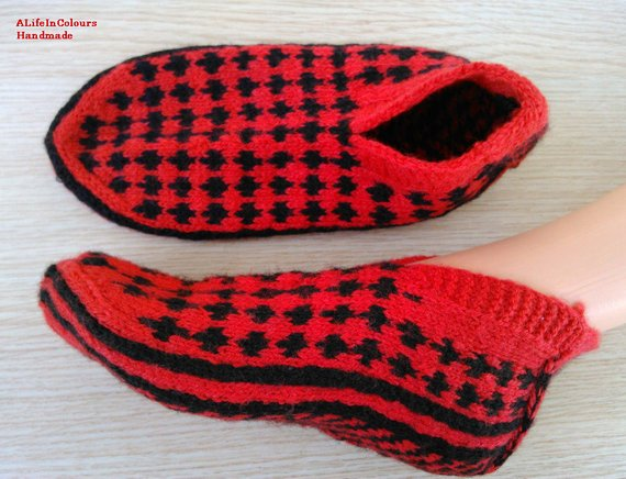31efd45a02908 Turkish hand knitted women's unique red and black colour slippers ...
