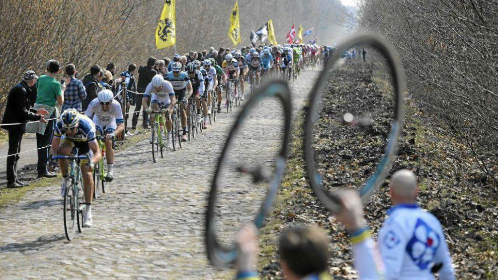 """La 115ª edición de la París-Roubaix, """"la prueba reina de las clásicas"""" ciclistas, promete para el próximo domingo un trazado de 55..."""