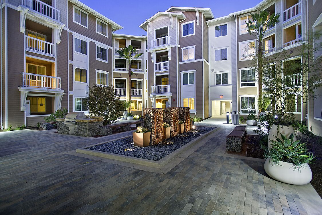 Beach Ocean Apartments In Huntington Beach California House Styles House Huntington Beach