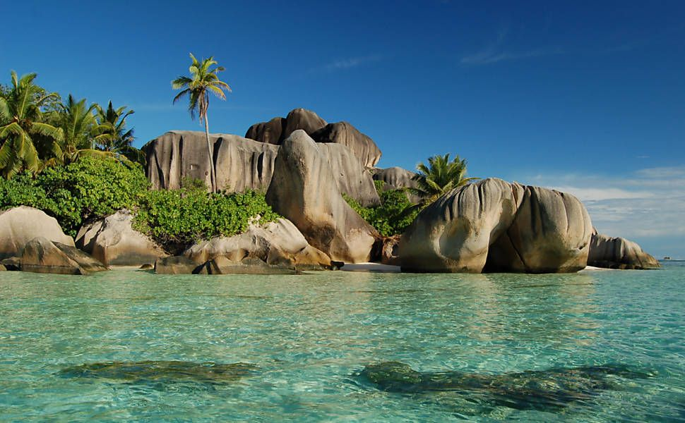 Vista da praia de Anse Souce sArgent, na ilha de Praslin, uma das mais visitada do arquipélago - Seychelles
