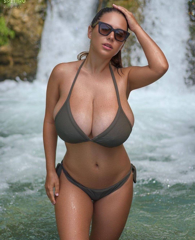 big boobs nude beach frauen