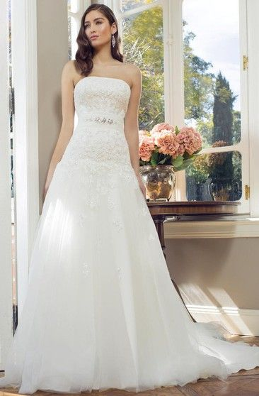 A-Line Strapless Sleeveless Appliqued Floor-Length Lace ...