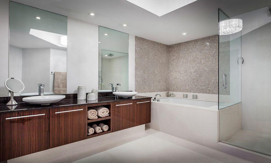 Appartement de luxe avec belle vue sur l\'eau situé sur la côte en ...
