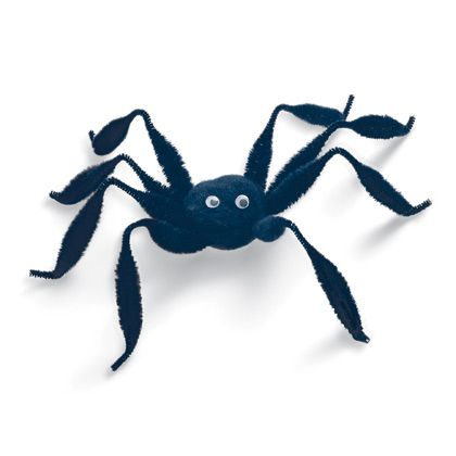 Create a giant hairy spider for endless entertainment Craft ideas - giant spider halloween decoration