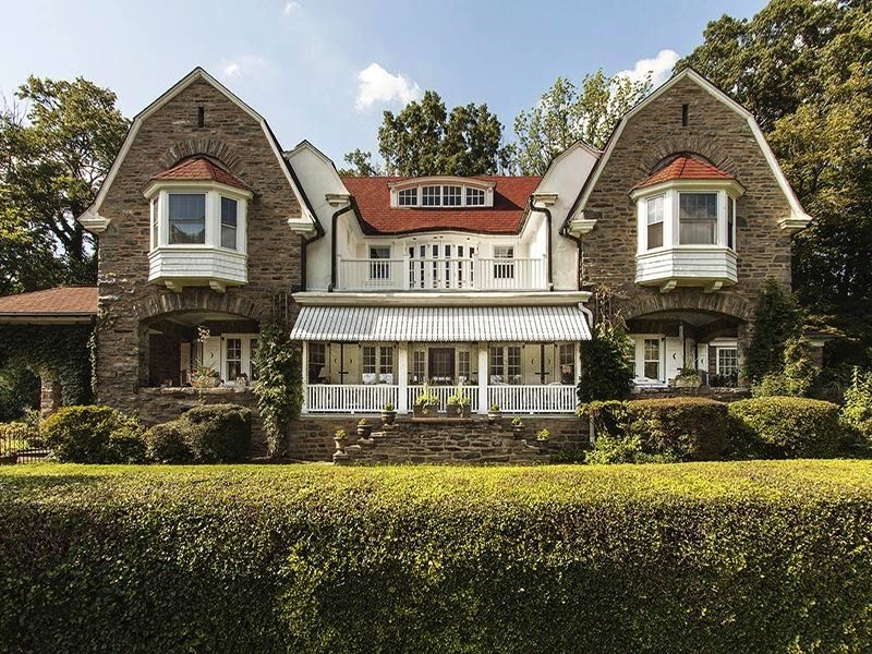 Dutch Colonial House Style in 2020 Dutch colonial homes