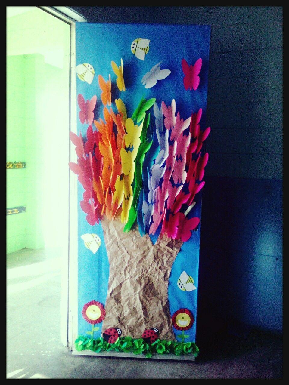 puerta con mariposas primavera puertas decoradas y