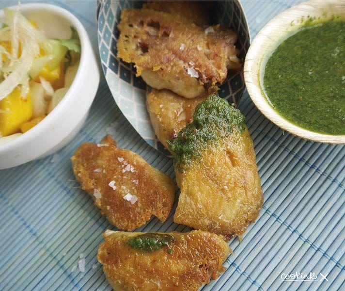 Alitas de pollo con ensalada de mango. Todas las recetas en http://cookink.net/