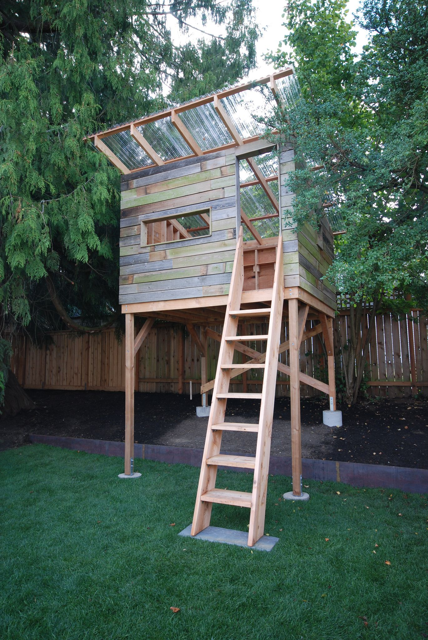 Exteriorscapes Playhouse Tree House Diy Tree House Plans Tree House