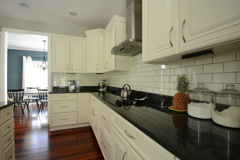 I've Lost My Mind....ful Gray Kitchen, Black granite