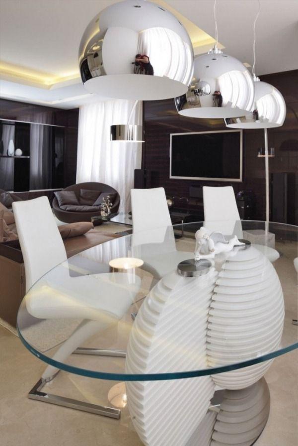 Esszimmer Metall-Pendelleuchten Glas-Esstisch-weiße Stühle-Design