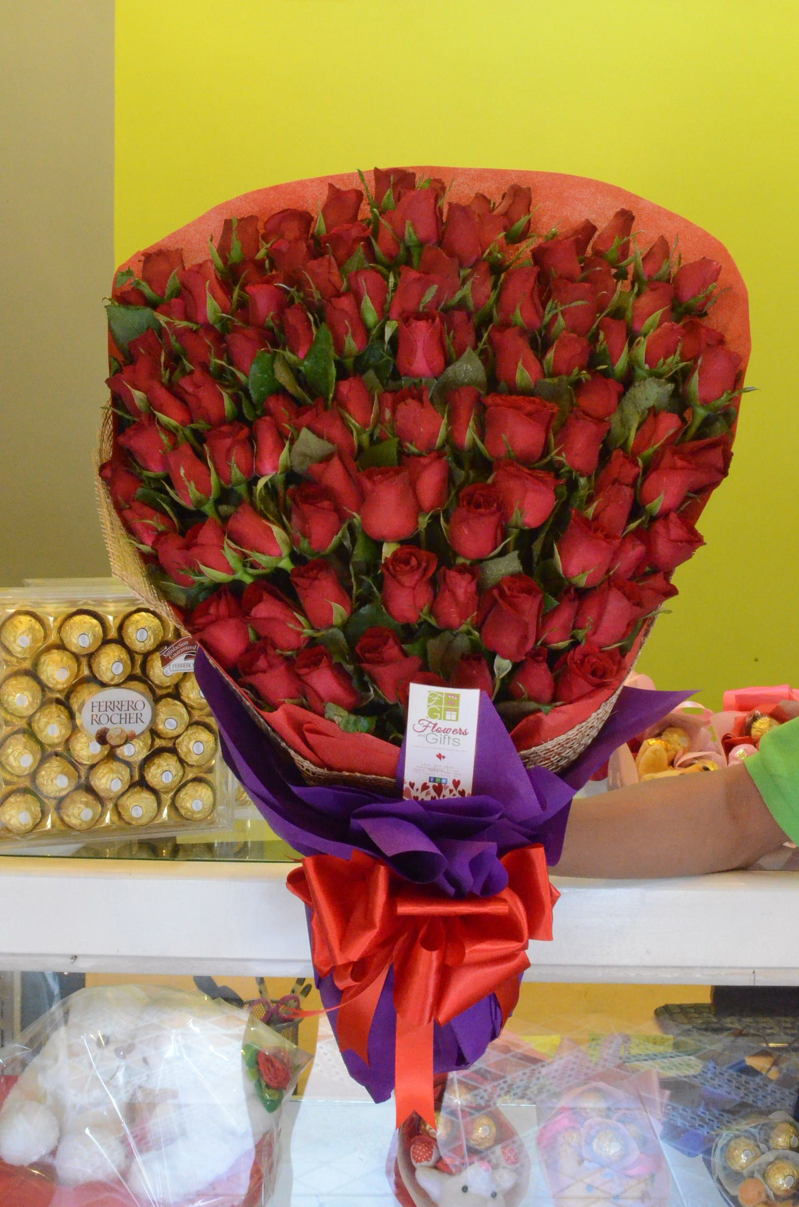 100pc Rose Bouquet Send Flowers to your loved one in Davao. Flowers ...