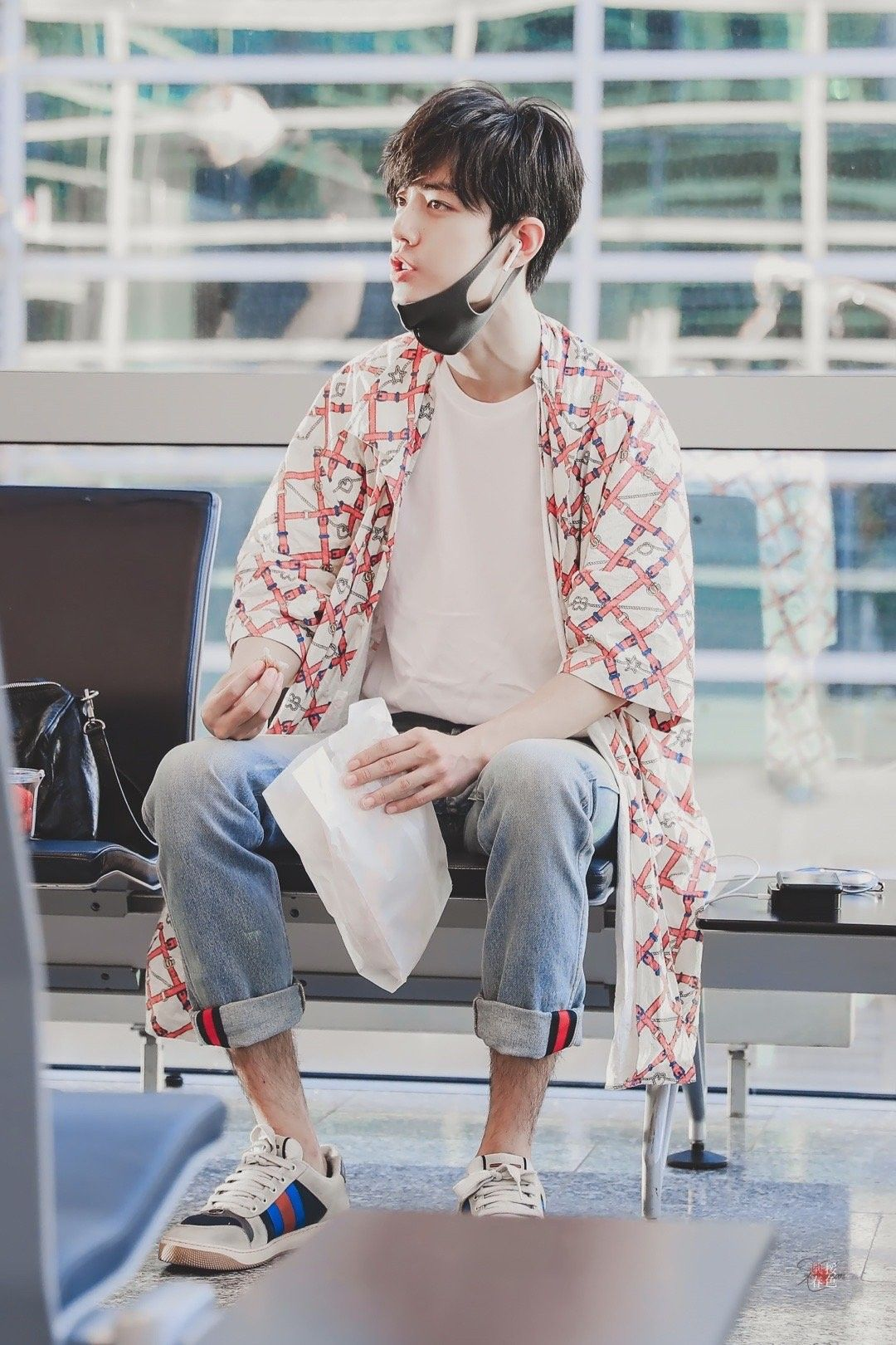 Pin by Cristina E. on 肖战 Airport Fashion Kimono top