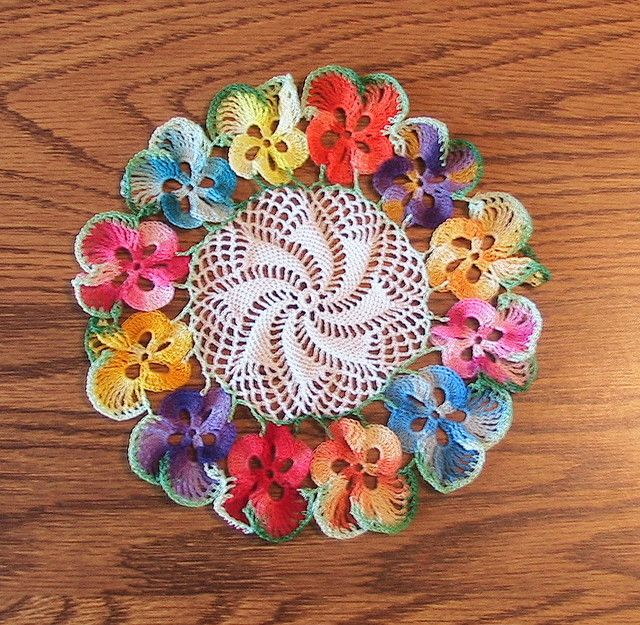 Pansy coaster by dianezirin, via Flickr | CROCHE | Pinterest ...