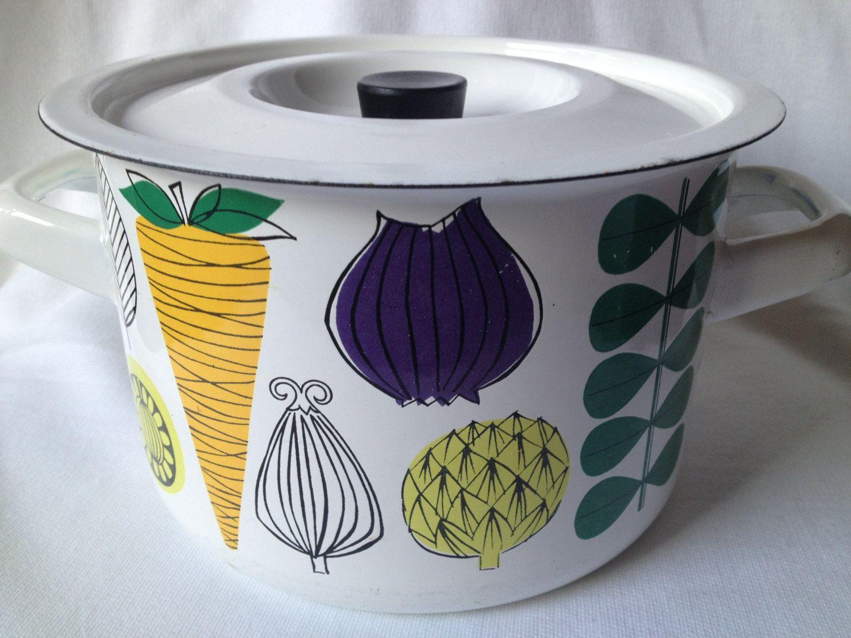 Rare 60s Kaj Franck Esteri Tomula Finel Arabia Enamel cooking pot. Mid century modern. kr650.00, via Etsy.