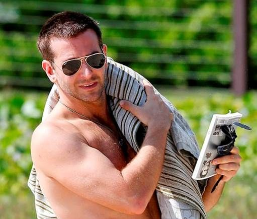 d08233b6221e95 Oscar-nominated actor Bradley Cooper wearing Ray-Ban Folding Aviator style  RB3479 001 58 (Polarized) while on vacation in Hawaii
