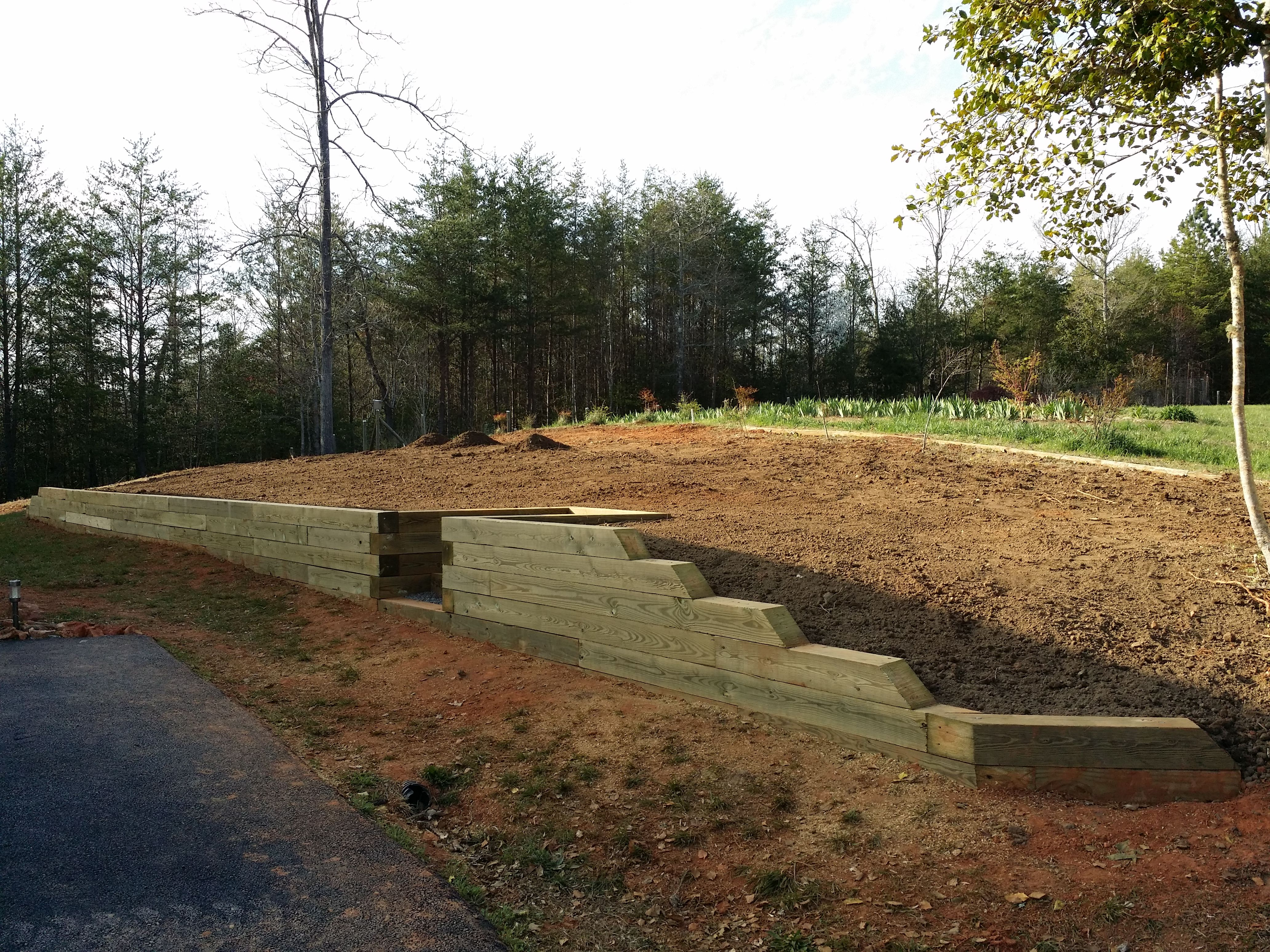 Best This Retaining Wall Utilizes 6X6 Posts With A Center 400 x 300