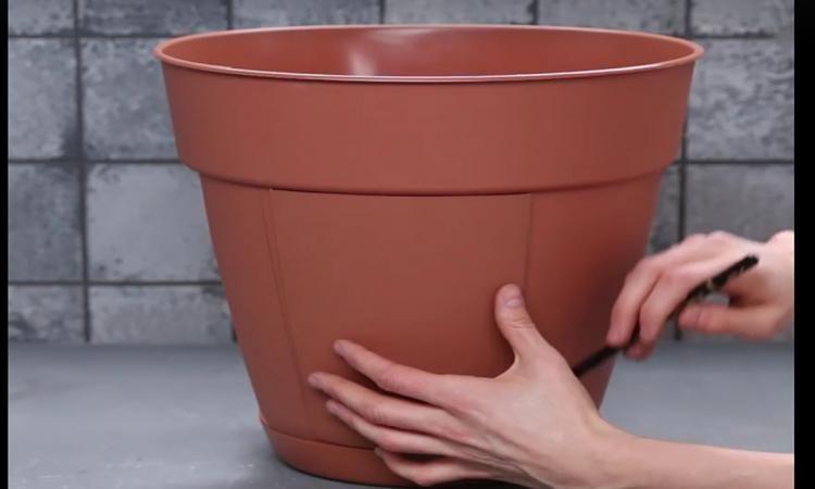 ce pot bien sp cial vous permettra de cultiver et de r colter vos pommes de terre d 39 une fa on. Black Bedroom Furniture Sets. Home Design Ideas