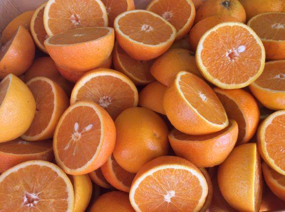 Oder gleich eine riesen Eierlikörbowle mit Orangensaft und Ananas zubereiten.