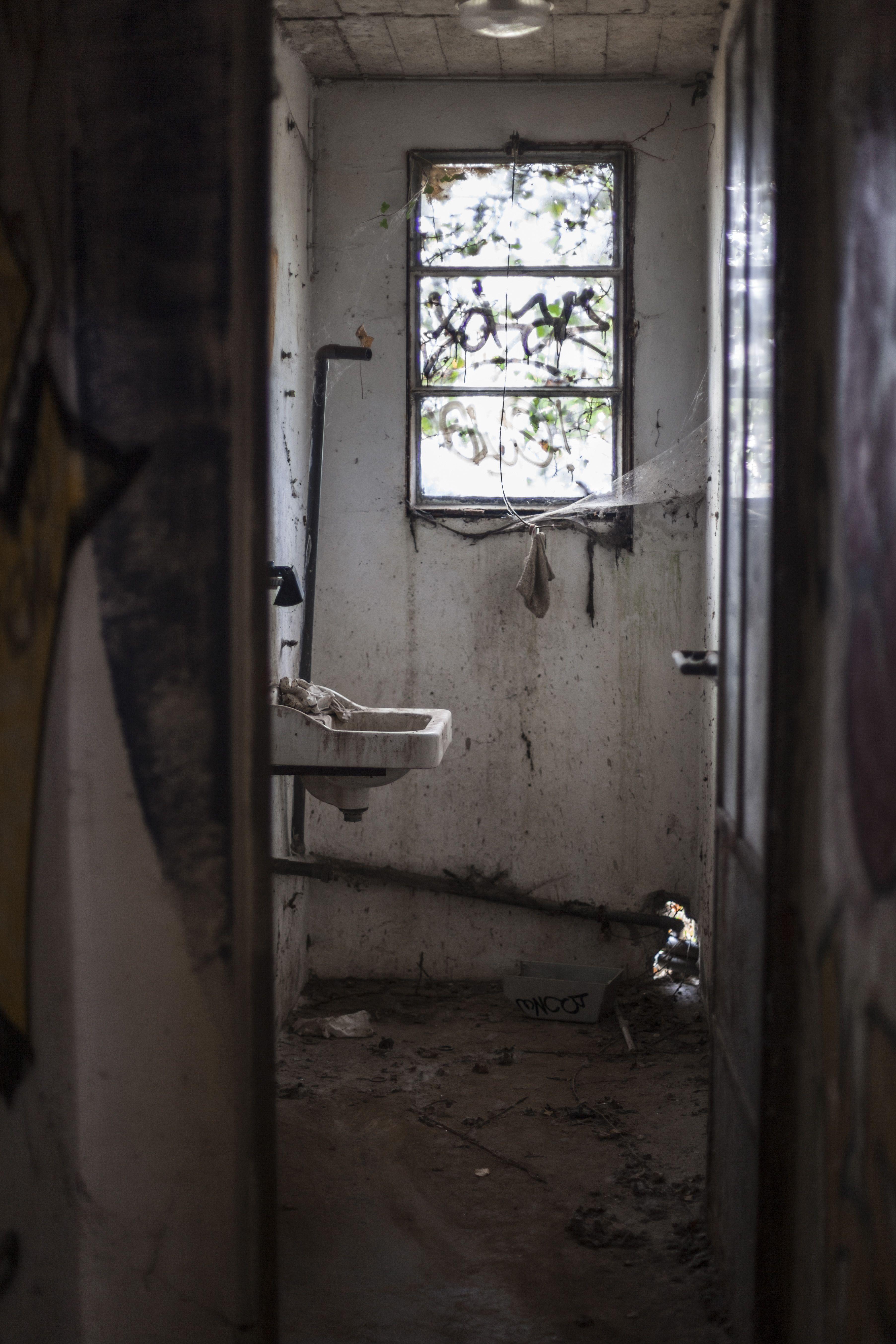 Photo of 12 Beautiful Graffiti Images Brown Wooden Door Near White Ceramic Sink #grey #sa…