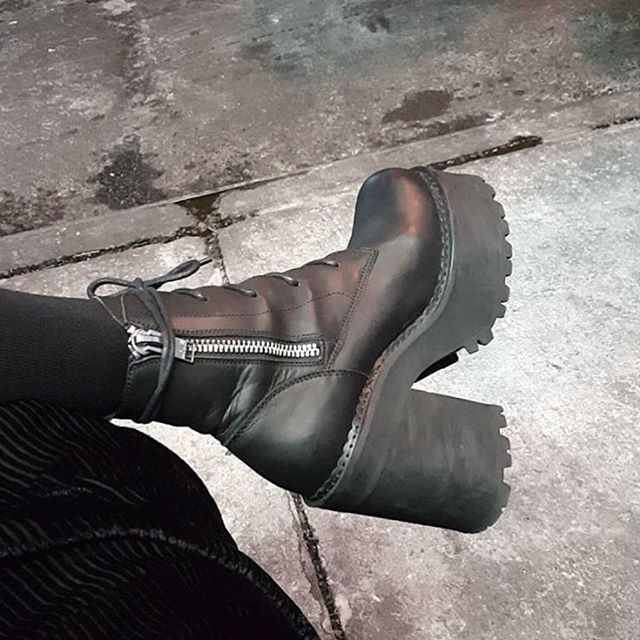 unif choke boots   My Style fashion..   Boots, Shoes, Heeled boots 202c39b602