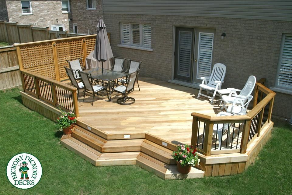 This 336 square ft. deck was constructed in Oakville. The