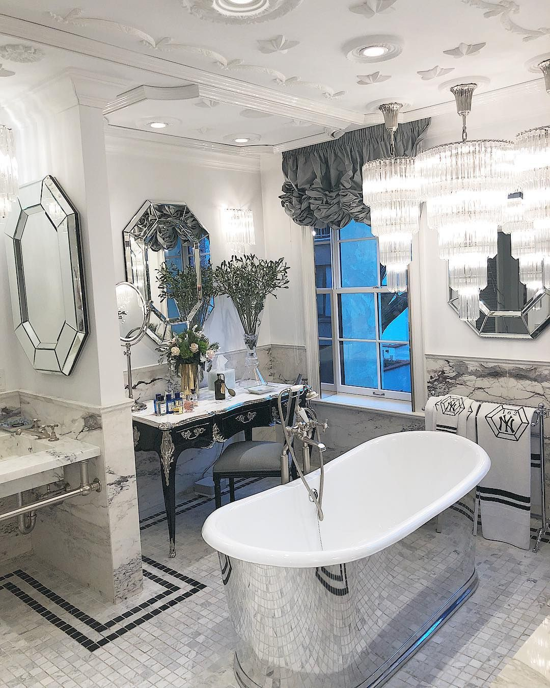 e866abe15a GOOD MORNING NYC | Interior design w 2019 | Bathroom, Bathtub i ...
