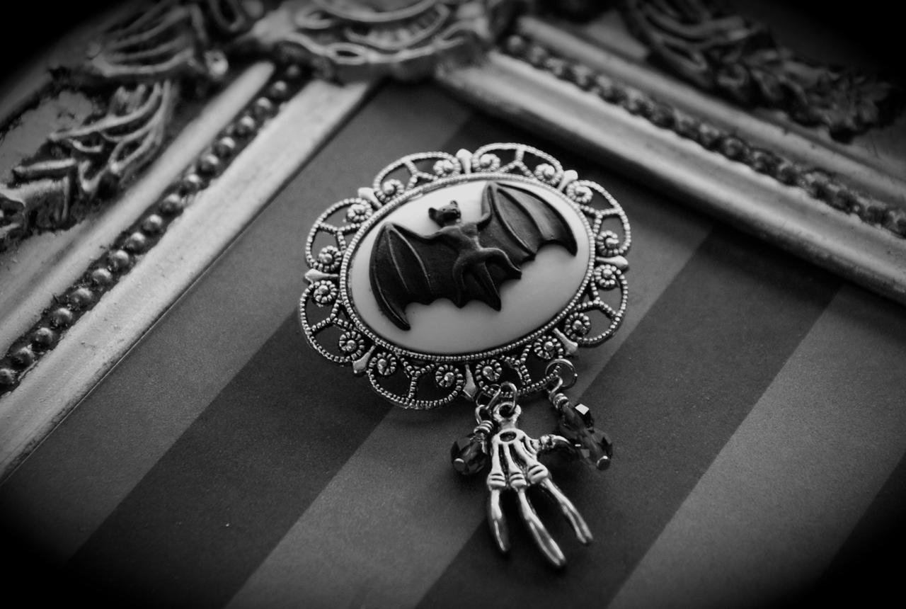 http://www.etsy.com/shop/VaeNox?ref=si_shop https://www.etsy.com/listing/103742678/vampire-bat-gothic-cameo-brooch-with