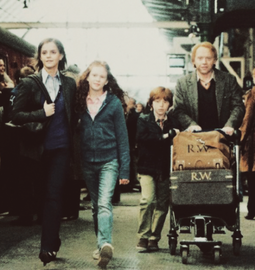 "New still of the Weasley family from ""Harry Potter: Magical Places from the films: Hogwarts, Diagon Alley, and Beyond"""