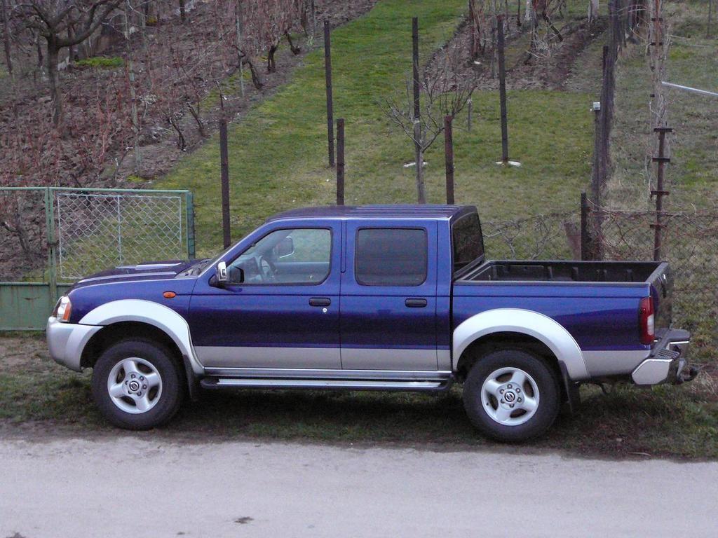 Nissan nissan frontier 2004 : nissan navara raised suspension - Google Search | Double cab ...