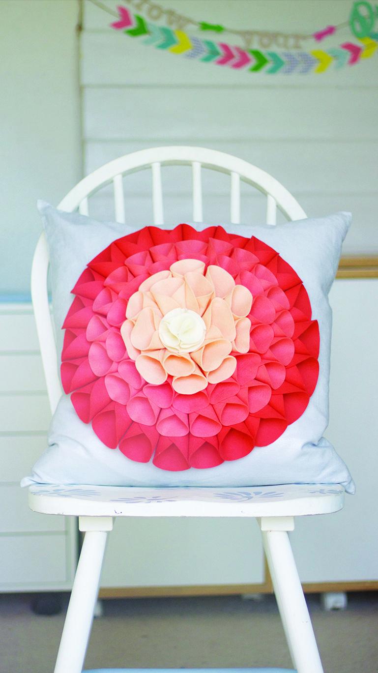 Diy no sew pillows how to make no sew pillows sew pillows