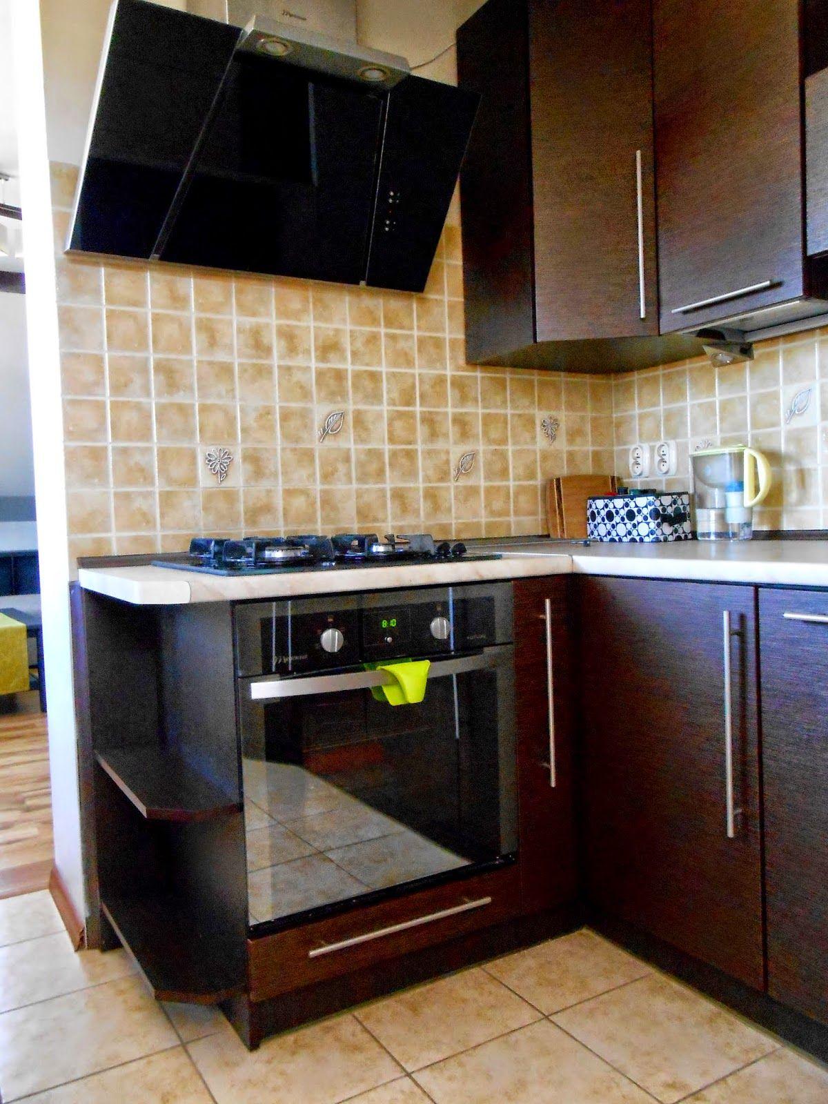 Mala Kuchnia Na Poddaszu Kitchen Cabinets Kitchen Home Decor