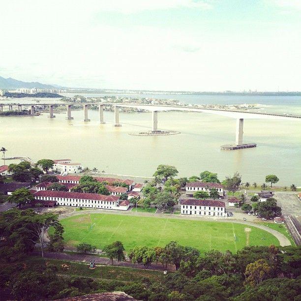 Terceira Ponte / Entre Vila Velha e a ilha de Vitoria, no ES / Vale passar e ver a vista. Um dos vãos centrais mais altos do mundo. Por @geekgirl84