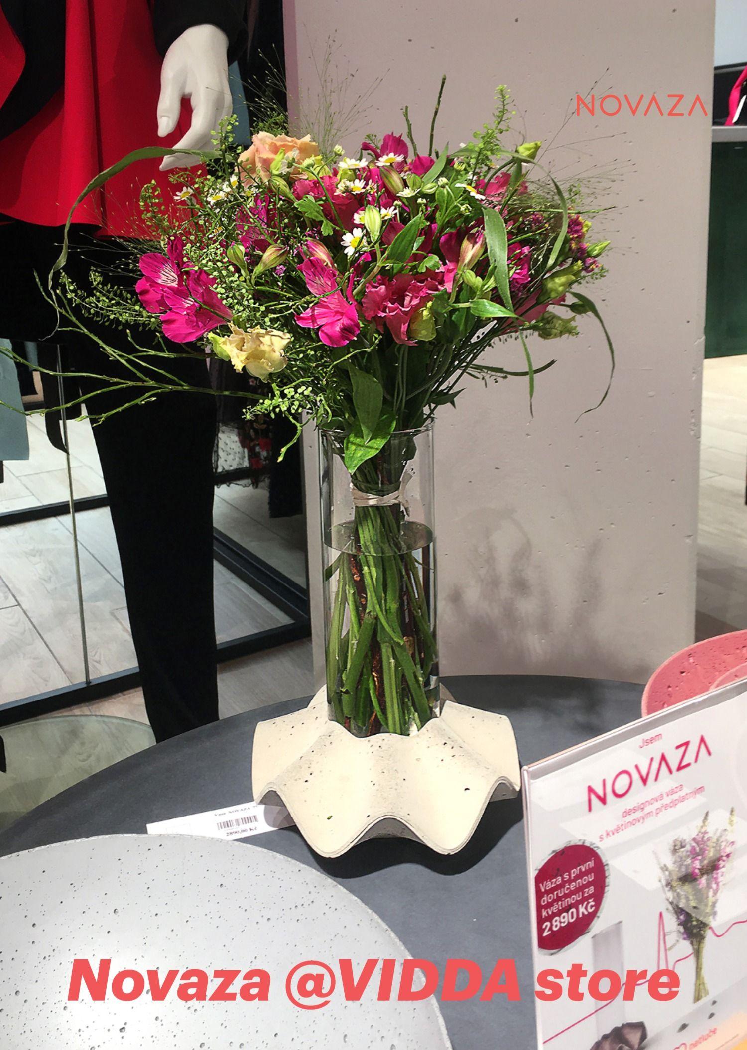 Inspirujte se květinou🌹 od Papavera - květinářství Vázu Novaza ve své plné kráse najdete na pražském Chodově ve VIDDA fashion & living concept store. Poslání vázy Novaza🏺 naplníte, když v ní probudíte život🌞. #novaza #home_accessories #home_accents #room_decor #home_floral_arrangements #gift_for_women #best_birthday_present #vase_with_flower_subscription #flower_delivery_as_gift #bezkvetinjisrdcenetluce #kvetinovepredplatne #vaza #homedecor #kvetiny #darekprozenu #tipnadarek #ceskydesign