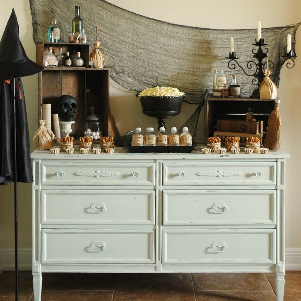 pen n paperflowers styling witch themed halloween snack table