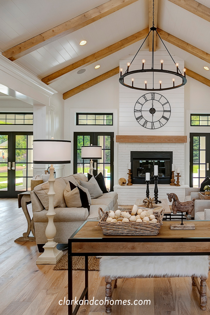 Shiplap Wraps The Fireplace And Carries Up To The Vaulted Ceiling That Also Features Na Vaulted Ceiling Living Room Vaulted Living Rooms Farm House Living Room