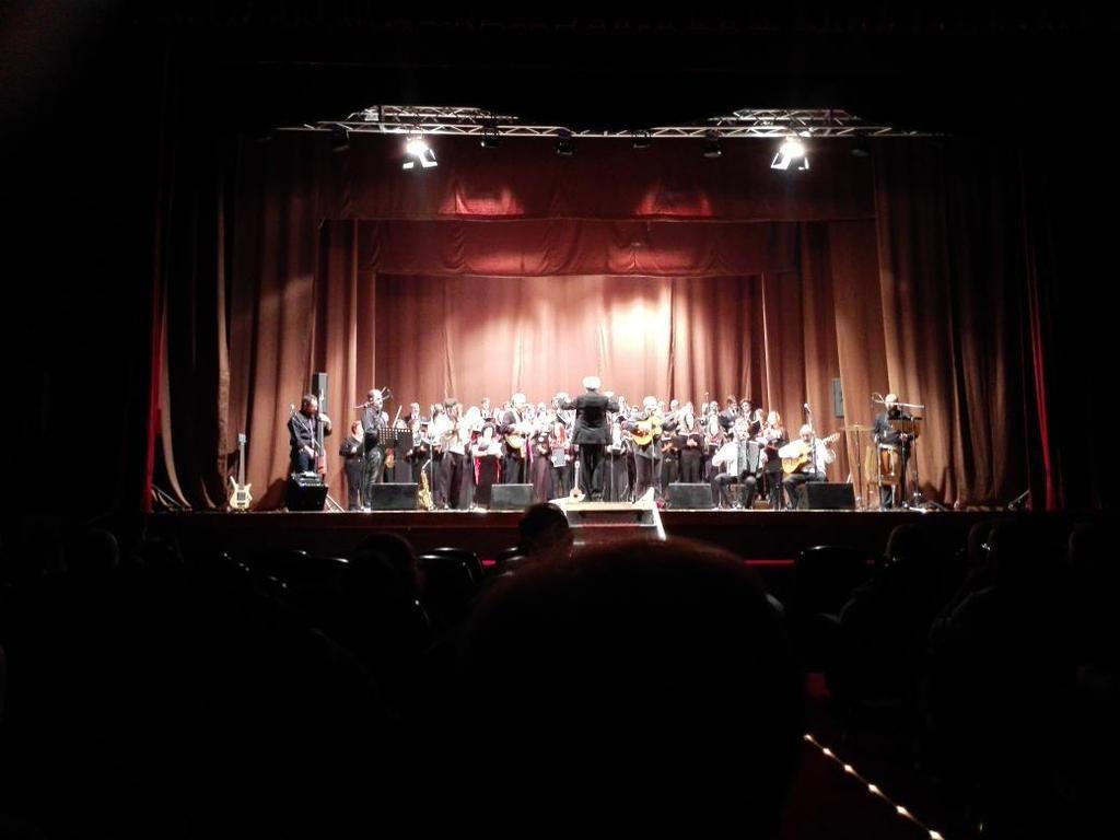 Gran concerto al supercinema di Chieti. Grazie #MICSO, auguriamo secoli di successi. Con coro accademia pe e #Acanto