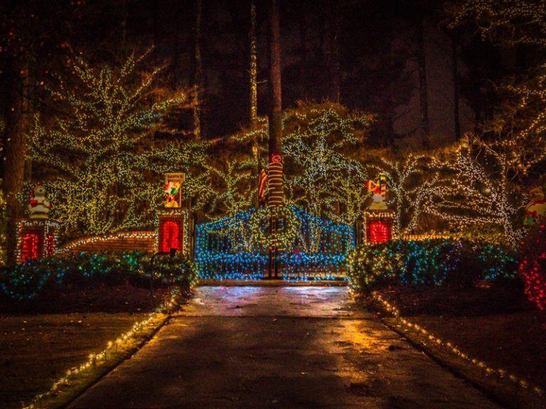 10 Neighborhoods In Atlanta To See The Best Christmas Lights Christmas Town Georgia Christmas Best Christmas Lights